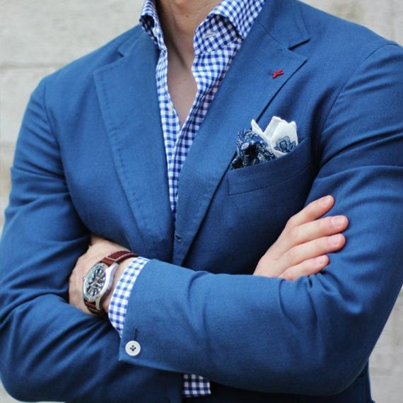 Синий костюм с часами